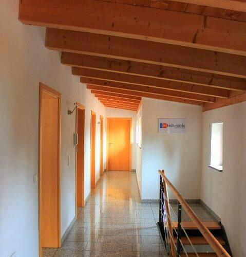 Das Bild zeigt den Eingangsbereich des techmatrix Büros in Ingolstadt.