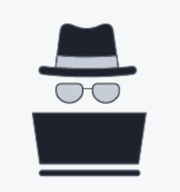 Das Bild zeigt einen schwarzen Hut vor einem schwarzen Laptop, symbolisch für einen Black-Hat-Hacker.