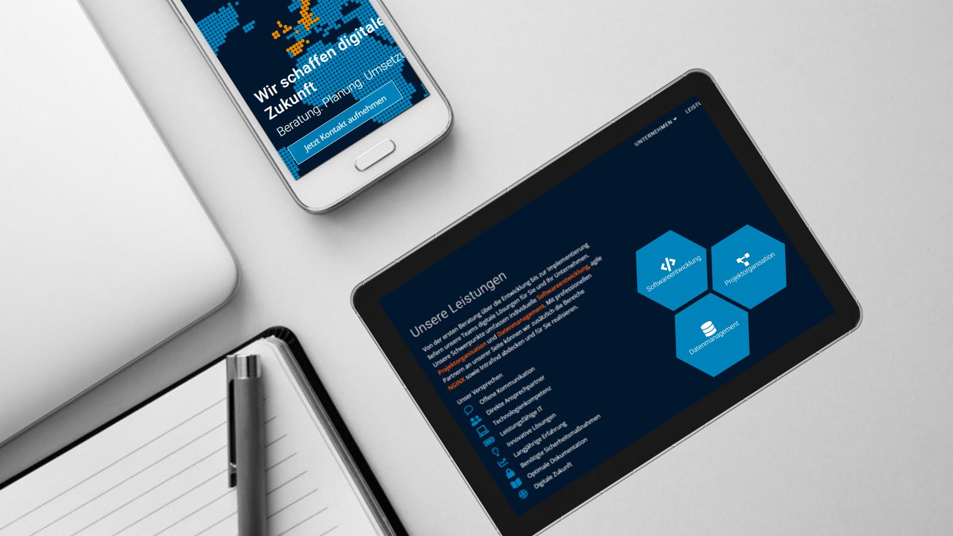 Das Titelbild zeigt die Endgeräte Smartphone und Tablet auf einem weißen Tisch mit dem Design der neuen techmatrix consulting Homepage.
