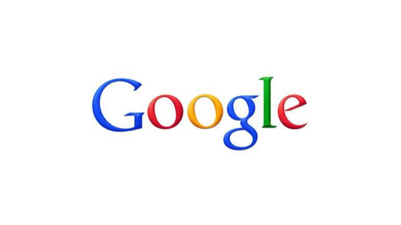 Google Logo 2010 - diese Änderung am Logo war wohl die am wenigsten bewusst wahrgenommene. Der 3D Effekt wurde stark minimiert, da er als nicht mehr zeitgemäß galt. Auch der Schatten verschwand aus dem Logo und die Helligkeit der Farben wurde angepasst.